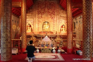 Im Inneren eines Tempels